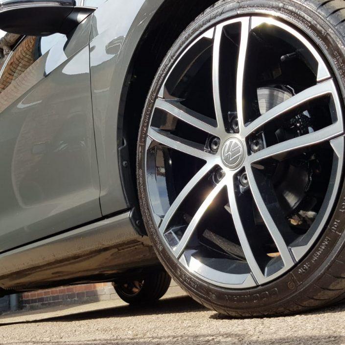 gloss black alloy wheel refurbishment and diamond cut finish