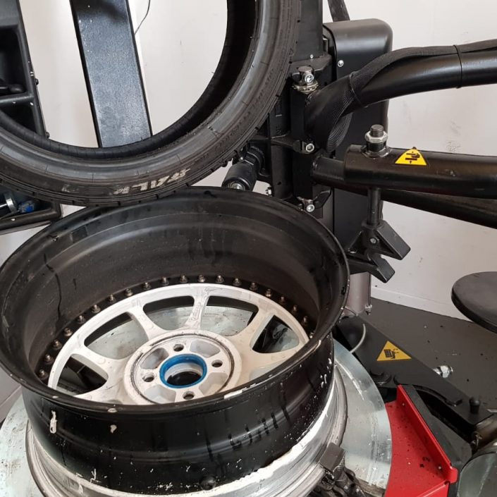 split rim reverse stretched tyre removal and refit