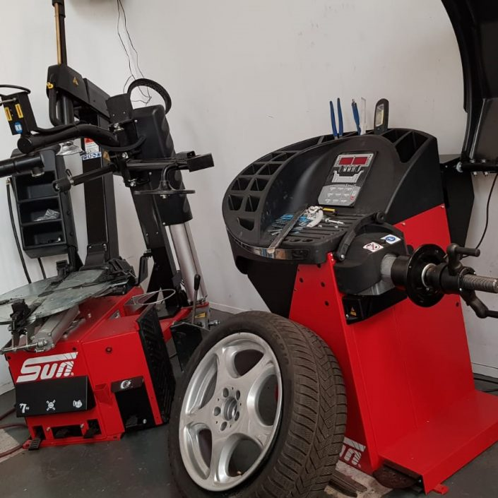 tyre machines for tyre removal before alloy wheel refurbishment