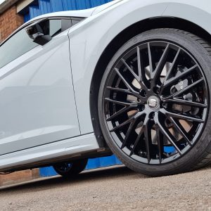 gloss black Seat alloy wheel painting East Midlands